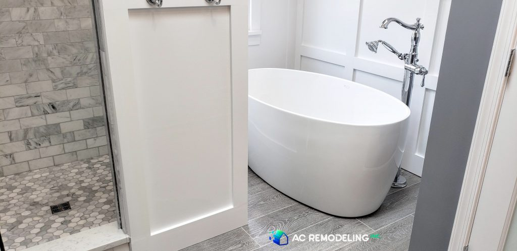 Master Bathroom White Bathtub & Accent Paneling